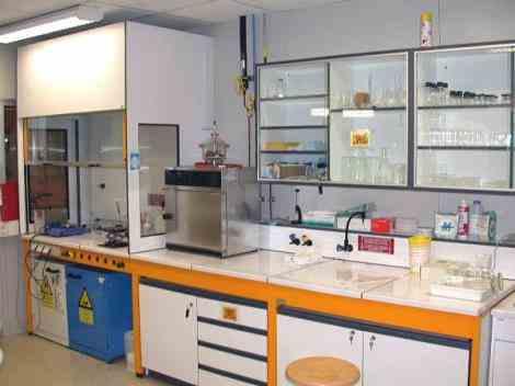 تجهیز کامل آزمایشگاه کارخانجات غذایی
