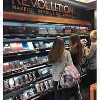 فروش محصولات آرایشی رولوشن